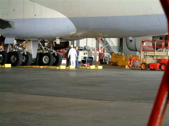 《分享》飞机有多重?